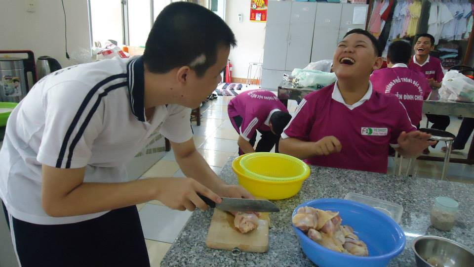 student cutting up chicken