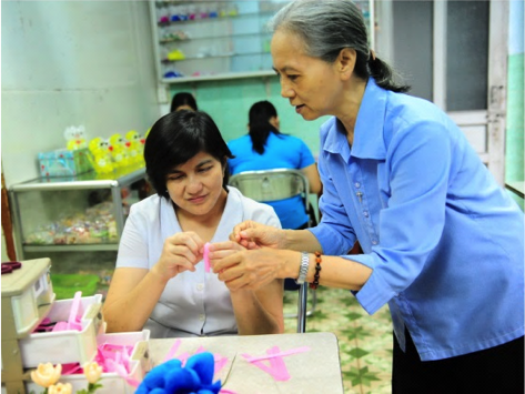 A deafblind woman with her teacher
